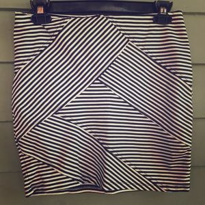Graphic black and white bodycon skirt